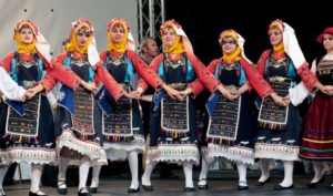 http://www.discovergreece.com/en/culture/tradition-ethnic